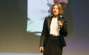nathalie brahler em palestra na conferencia brasil em codigo