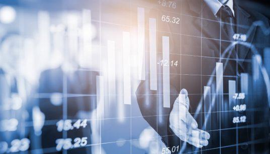 homem de negocios analisando indice economico