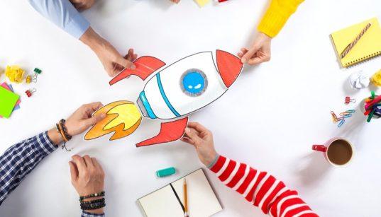 imagem de equipe elaborando projeto de startup