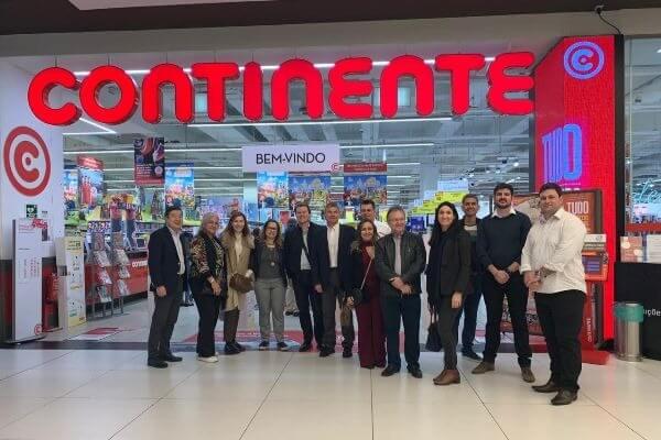grupo brasileiro da gs1 visita a loja Continente em Lisboa