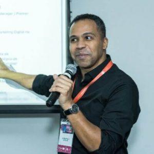 kleber pinto da midiaria em palestra no summirt educaçao 2019