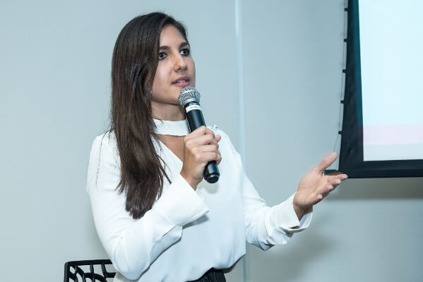 fernanda dalben no evento pos nrf do dmv