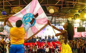 mestre sala e porta bandeira em ensaio na quadra da rosasde ouro carnaval 2020