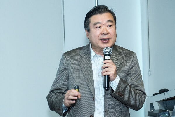 roberto matsubayashi no evento pos nrf do mdv