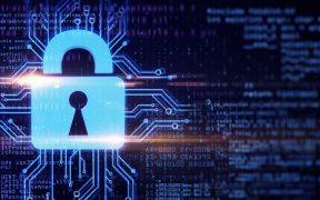 cadeado com fundo de tecnologia representando seguranca de dados