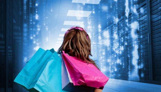 consumidora com sacola com fundo digital