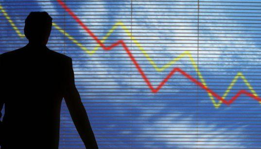 executivo olha para indice economico negativo