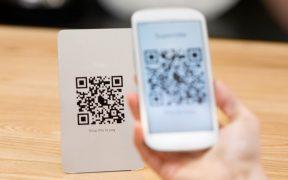 pagamento por qr code usando smartphone