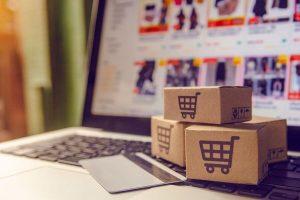 computador e cartao simbolizando ecommerce