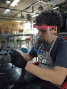 producao de escudos faciais no fab lab da facens