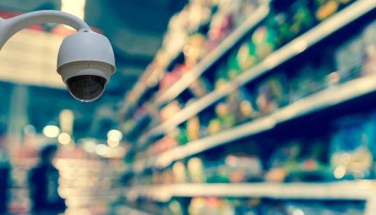 camera de vigilancia em supermercado