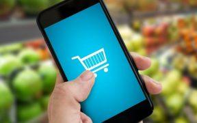 conceito de compra online em supermercado usando smartphone