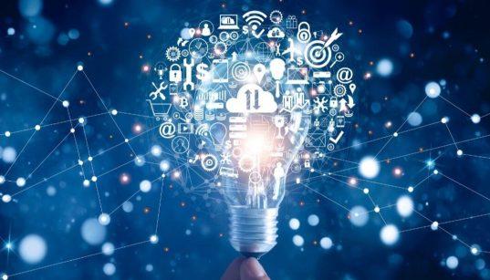 lampada com icones de negocios e tecnologia conceit de inovação