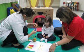 atividade de reabilitação de crianças na Kinder