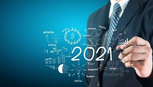 mao de executivo desenhando 2021 com graficos