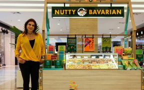 adriana auriemo no quiosque da nutty bavarian