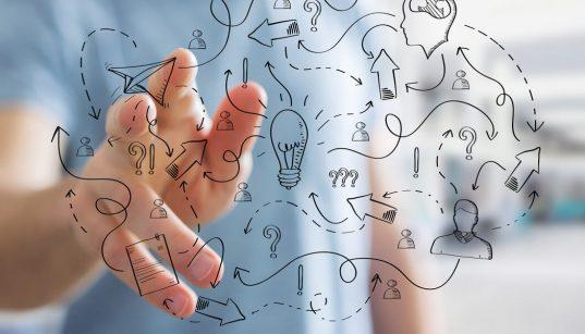empreendedor interagindo com icones de inovação e startups