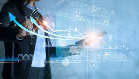 executiva analisa dados e graficos