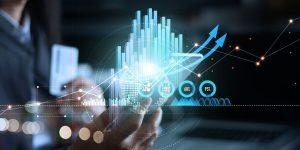 executivo analisa dados em grafico digital